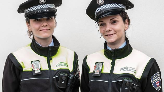 Dvojčata Nikola a Petra Černěnkovy slouží na služebně městské policie v brněnském Komárově a v Bystrci.