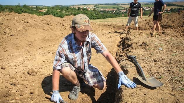 Mezinárodní vědecký tým za brněnskou Líšní zkoumá, zda tam už před čtyřiceti tisíci lety žili první moderní lidé. Badatelé nevylučují, že získali nejstarší nálezy v Evropě.