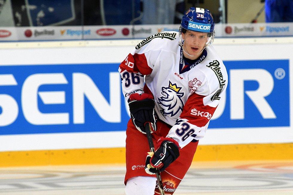 Úvodní zápas Carlson Hockey Games v brněnské DRFG aréně mezi Českou republikou v bílém (Jakub Krejčík) a Finskem