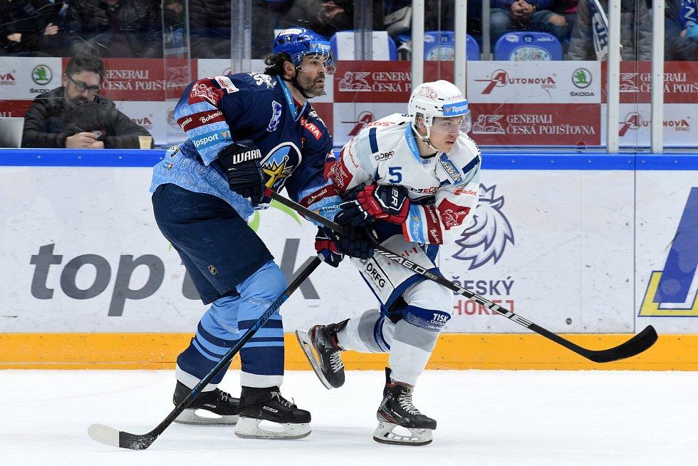 Brno 1.3.2020 - domácí HC Kometa Brno Matěj Svoboda (bílá) proti Rytířům Kladno Jaromír Jágr (modrá)