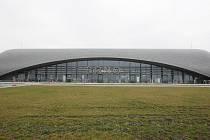 NÁPADITÁ ARCHITEKTURA. Nový vstup, který vyroste v souvislosti s větším zabezpečením tuřanského letiště u příletové haly, bude v podobném slohu jako odletová hala na snímku.