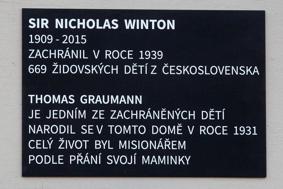 Na počest Graumanna i Wintona visí na rodném domě Graumannových nová pamětní deska.