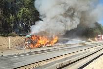 Na dálnici D1 na 170. kilometru u Devíti křížů začal v sobotu ráno hořet kamion.