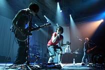 Nejsilnějšími tahouny večera byli kromě Langerové (bas)kytarista Martin Ledvina a čtrnáctiletý nevidomý talent Radim Vojtek.