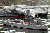 Nadšenci z brněnského Mini navy clubu Midway pořádají ukázky námořních a leteckých bitev z druhé světové války.