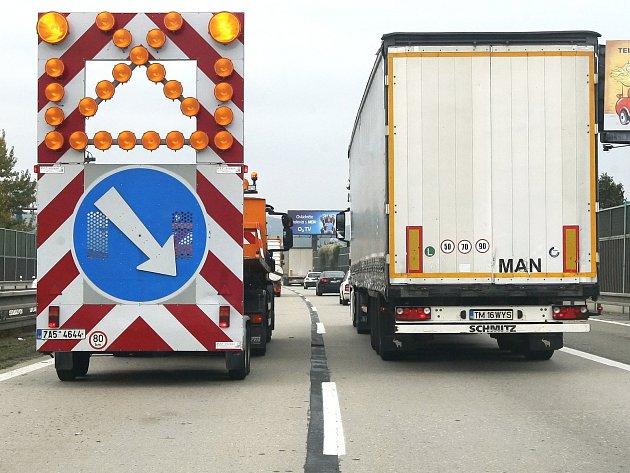 Velikonoční výlety znepříjemní řidičům kolony. Opravy dálnice D1 pokračují
