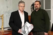 Jeden z autorů knihy Brno/Brün 1939 – 1945. Roky nesvobody Vladimír Filip (vlevo).