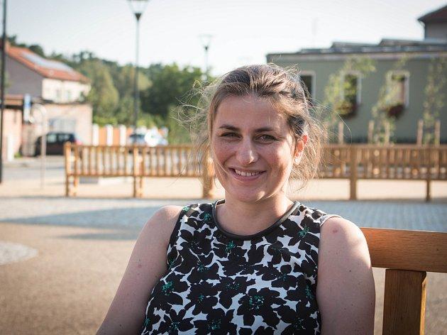 Hollan je bez dopravy, umělkyně Šedá získala peníze na rande stovek lidí