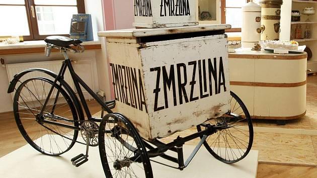 Na vánočním bazaru návštěvníci najdou i věci z výstavy Koloniál u pana Bajzy.