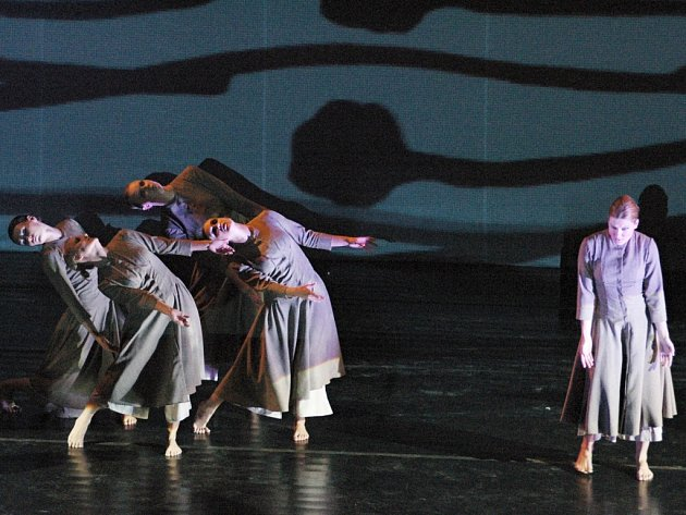 """TANEC S VŮNÍ ČLOVĚKA. """"Kytice Bohuslava Martinů mně voní. Voní člověkem a životem,"""" tvrdí choreografka Košíková."""
