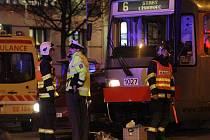 Životem zaplatila za nepozornost žena, která vkročila před tramvaj v Lidické ulici.