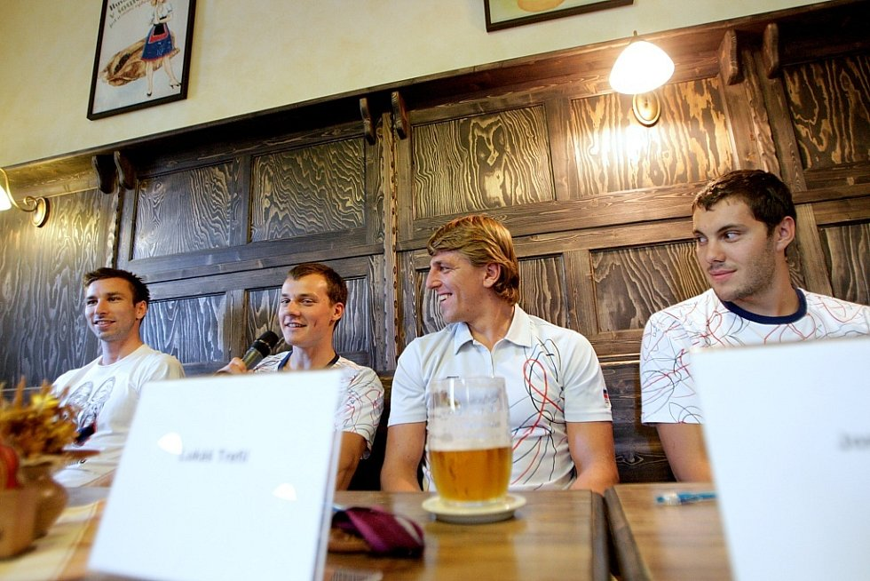 Hosté restaurace Na Švábce mohli ve čtvrtek vidět nejen olympioniky, ale i čtyři bronzové medaile.