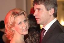 Primátor Onderka a jeho sestra na plese ČSSD.