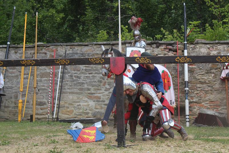 Nedvědici na Brněnsku od čtvrtka ovládly Slavnosti Pernštejnského panství, které si každoročně vychutnávají tisíce lidí. Letos je přivítal kat i rytíři.