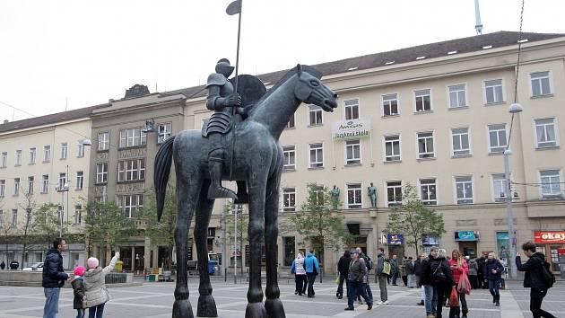 Socha Odvaha v Brně.