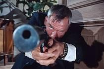 FILM NOIR. Režisér Don Siegel natočil v roce 1964 podle předlohy Ernesta Hemingwaye film The Killers, příběh dvou zabijáků.