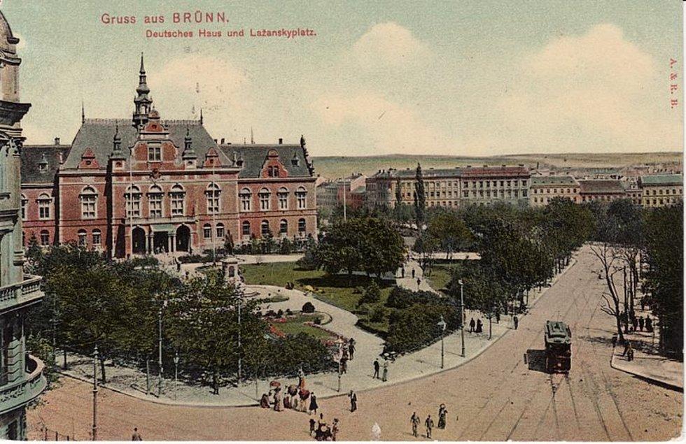 Německý dům stál na Moravském náměstí do roku 1945. V dubnu při jej při bojích poničily munice i požár.