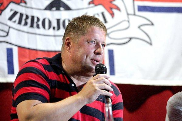 Přibližně čtyřicet fanoušků se sešlo vklubu Šelepka na besedě se sportovním ředitelem klubu Zdeňkem Kudelou, trenérem Petrem Čuhelem (na snímku) a kapitánem mužstva Petrem Švancaru.