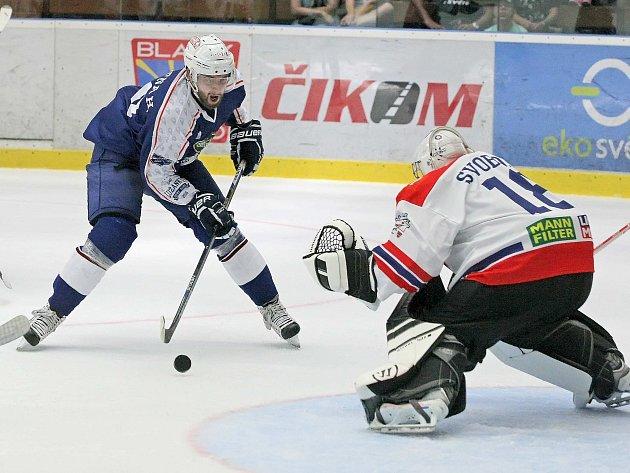 Chyběl hvězdný Martin Erat a další útočníci. Proto se ústředními postavami prvního přípravného duelu hokejové Komety v přípravě na extraligu stali mladíci. Brňané si odvezli z ledu prvoligové Třebíče výhru 3:2.