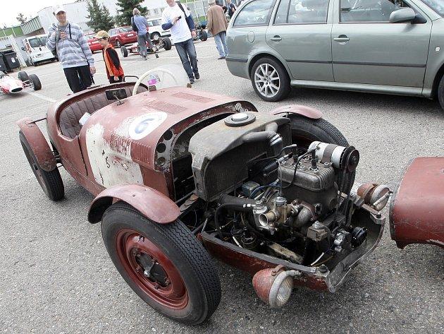 Akce zaměřená výhradně na historické vozy a motocykly připomněla slavnou éru původního Masarykova okruhu, který dlouhé roky hostil evropský šampionát cestovních vozů a formulí.