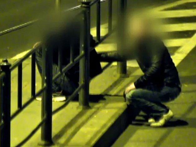 Obsluha kamer pomohla dopadnout muže, který v Brně na Šilingrově náměstí okrádal spícího mladíka.