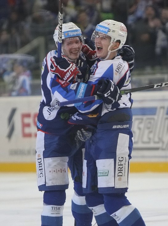 Hokejisté brněnské Komety (v modrém) v posledním 52. kole základní části extraligy přehráli poslední Litvínov 4:0.