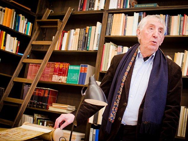 Novou knihovnu má od úterka brněnská Masarykova univerzita. Knihovna Hanse Beltinga se nachází v budově filozofické fakulty v ulici Veveří a je pojmenovaná podle světoznámého historika umění, který do ní přispěl svou vzácnou sbírkou knih.