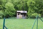 Kromě ubytování na Kaprálově mlýně či na louce je možné si pronajmout i některé chatky v okolí. Určené jsou pro menší skupiny.