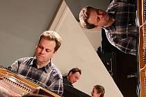 Klavírista Jan Simon.