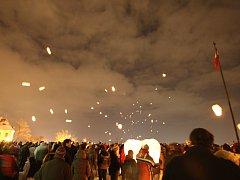 Lampiony splněných přání vzlétly nad Brno.