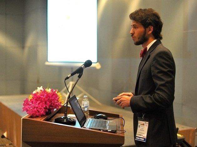 Student Filip Hromčík uspěl v thajském Bangkoku na mezinárodní stomatologické soutěži.