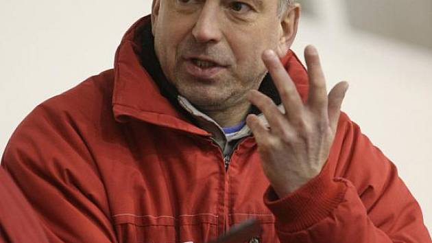 Trenér hokejistů Techniky Roman Kaňkovský.