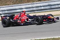 Na brněnský Masarykův okruh včera vyjel monopost formule 1 Toro Rosso ze sezony 2006.