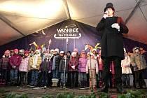 Pět vánočních koled si ve středu zazpívali lidé, kteří v šest hodin večer zavítali na brněnský Zelný trh.