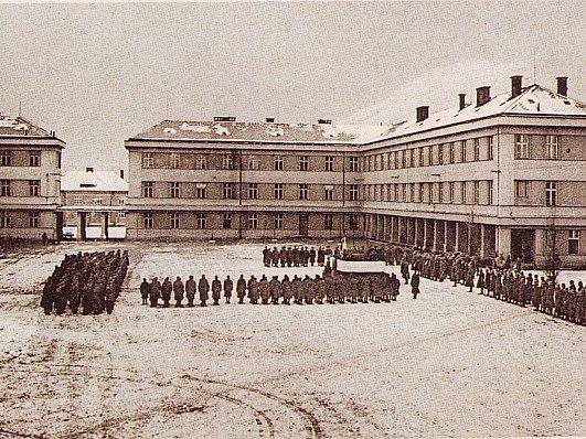 Kasárna v Židenicích ve 30. letech 20. století. Ilustrační foto.