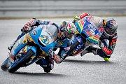 Kvalifikace na Velkou cenu České republiky, závod mistrovství světa silničních motocyklů v Brně 3. srpna 2019. Na snímku (zleva) Alonso Lopez (SPA) a Filip Salac (CZE)