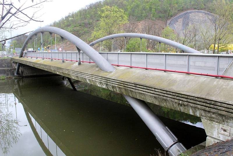 Tělo hledaného patnáctiletého chlapce našel vodák v úterý odpoledne na hladině řeky Svratky v brněnském Jundrově u Veslařské ulice kousek od stejnojmenné zástavky.
