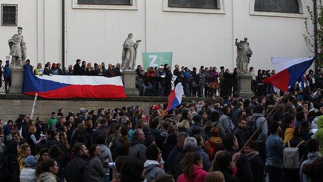 Lidé potřetí demonstrovali za nezávislou justici.
