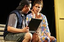 Ve svých hrách členové Divadla na pavlači nahlíží na témata všednodenního života. Ať jde o pavlačový dům, nebo kancelářské prostředí, všude autoři divadla nacházejí zajímavá témata.