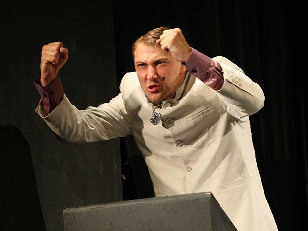 JENIŠTA ALIAS PAROUBEK. Sociálního demokrata Jiřího Paroubka si zahraje herec Petr Jeništa.