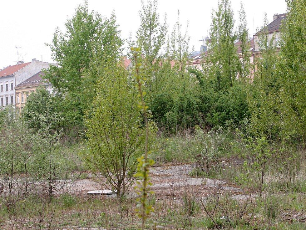 Areál Jaselských kasáren blokuje soud města se společností Kliminvest, která měla domy stavět.