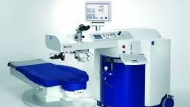 Moderní laserový přístroj pro operaci očí.