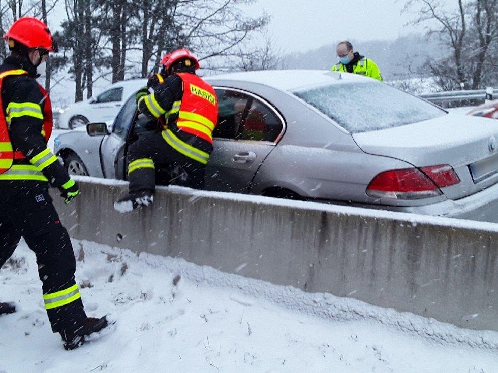 Osobní auto havarovalo v úterý u Ostrovačic.
