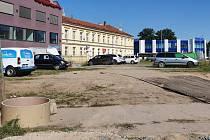Ve Spěšné ulici mezi Plotní a Dornychem opraví parkovací stání.