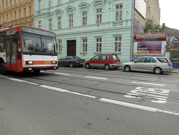 Bus pruh na Údolní.