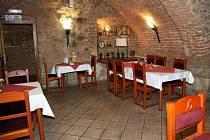 Restaurant císaře Leopolda se může pyšnit výbornou a taktní obsluhou, ale tamní kuchař by v panské kuchyni dlouho nevydrže.