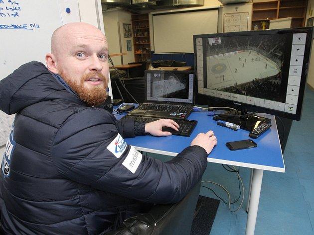 Videokouč hokejové Komety Brno Jiří Horáček.
