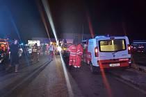 Desítky záchranářů zasahovaly po ničivém tornádu na Hodonínsku a Břeclavsku. Pomoct vyrazili i ti, kteří právě neměli službu. Neštěstí podobného rozsahu nepamatují.