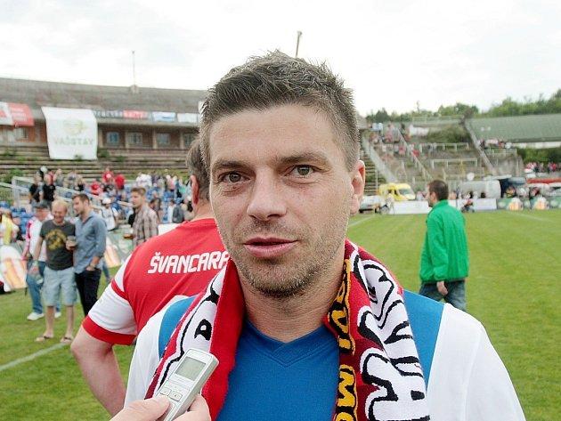 Fotbalista Milan Pacanda (na snímku) si zahrál na rozlučce Petra Švancary.