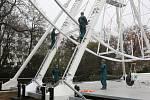 Na Moravském náměstí v Brně začali se stavbou ruského kola. Pohled na Brno nabídne od 23. 11.